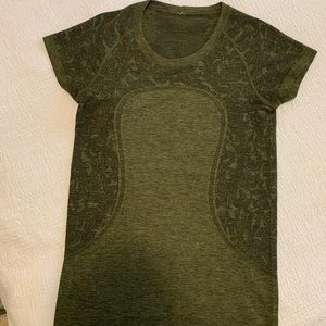 lululemon athletica Tops - Lululemon Swiftly Speed Short Sleeve Shirt